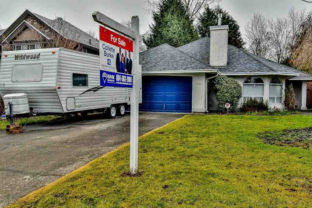 Main Photo: 2896 153A Street in Surrey: King George Corridor House for sale (South Surrey White Rock)  : MLS®# R2147827