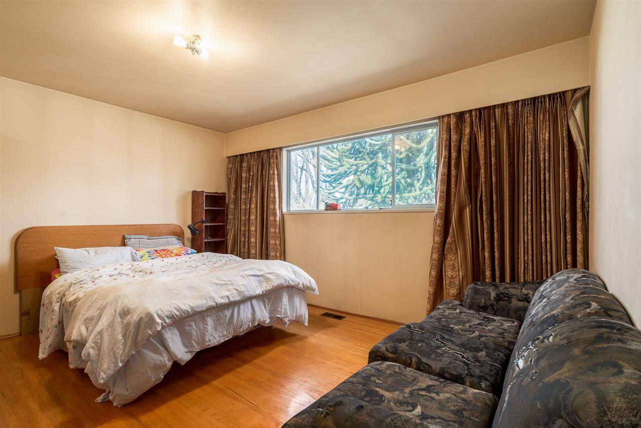 """Photo 7: Photos: 1244 E 23RD Avenue in Vancouver: Knight House for sale in """"Cedar Cottage"""" (Vancouver East)  : MLS®# R2157171"""