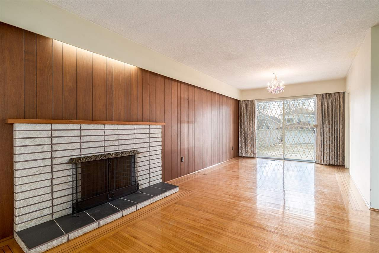 """Photo 4: Photos: 1244 E 23RD Avenue in Vancouver: Knight House for sale in """"Cedar Cottage"""" (Vancouver East)  : MLS®# R2157171"""