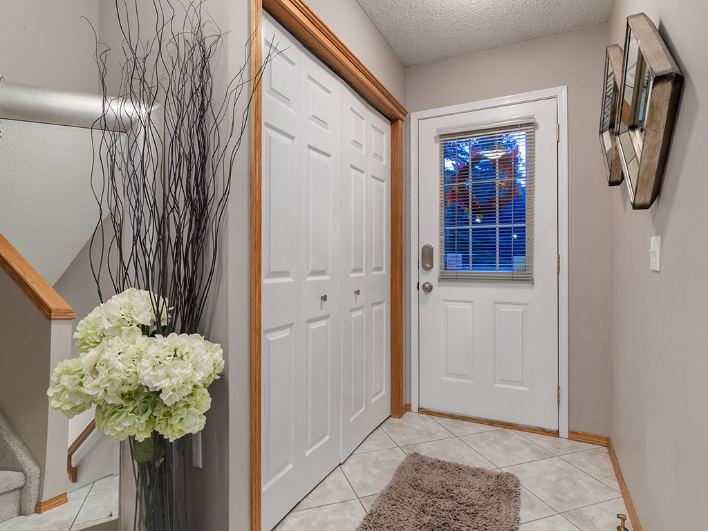Photo 3: Photos: 22 Lincoln Green SW in : Lincoln Park House for sale (Calgary)  : MLS®# c4143515
