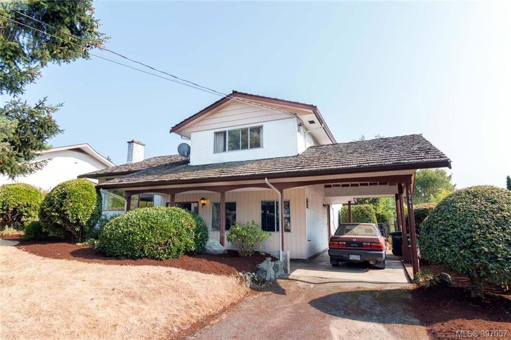 Main Photo: 1741 Garnet Rd in VICTORIA: SE Mt Tolmie Single Family Detached for sale (Saanich East)  : MLS®# 794242