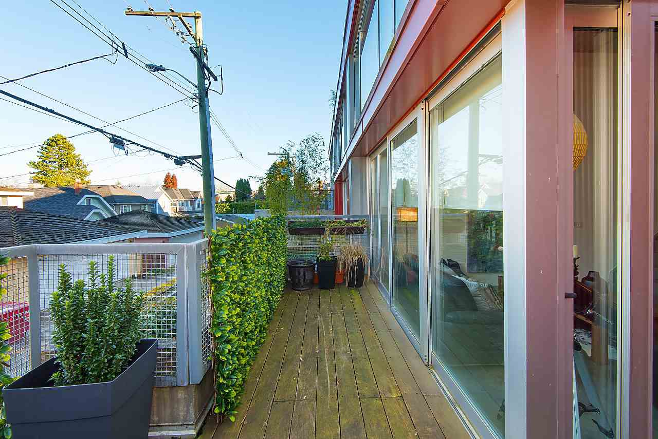 "Photo 8: Photos: 103 4387 W 10TH Avenue in Vancouver: Point Grey Condo for sale in ""Roar One"" (Vancouver West)  : MLS®# R2330639"