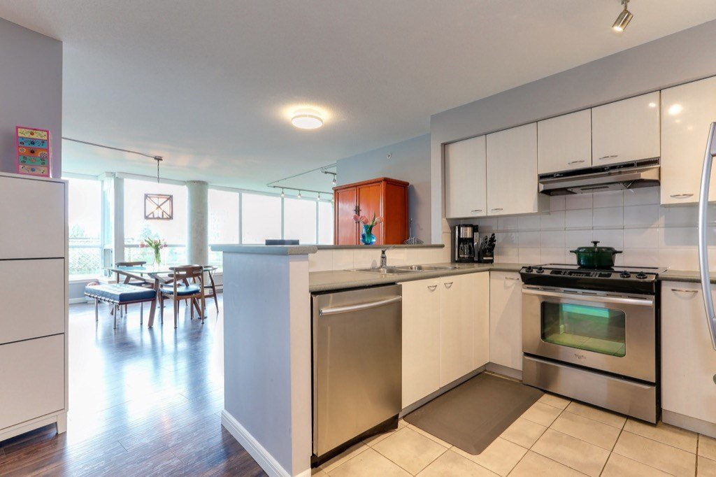 Photo 9: Photos: 516 6028 WILLINGDON Avenue in Burnaby: Metrotown Condo for sale (Burnaby South)  : MLS®# R2361340