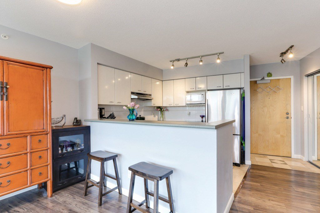 Photo 8: Photos: 516 6028 WILLINGDON Avenue in Burnaby: Metrotown Condo for sale (Burnaby South)  : MLS®# R2361340