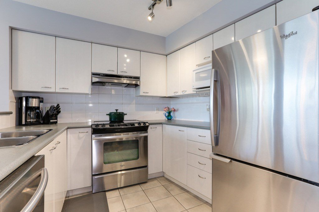 Photo 10: Photos: 516 6028 WILLINGDON Avenue in Burnaby: Metrotown Condo for sale (Burnaby South)  : MLS®# R2361340