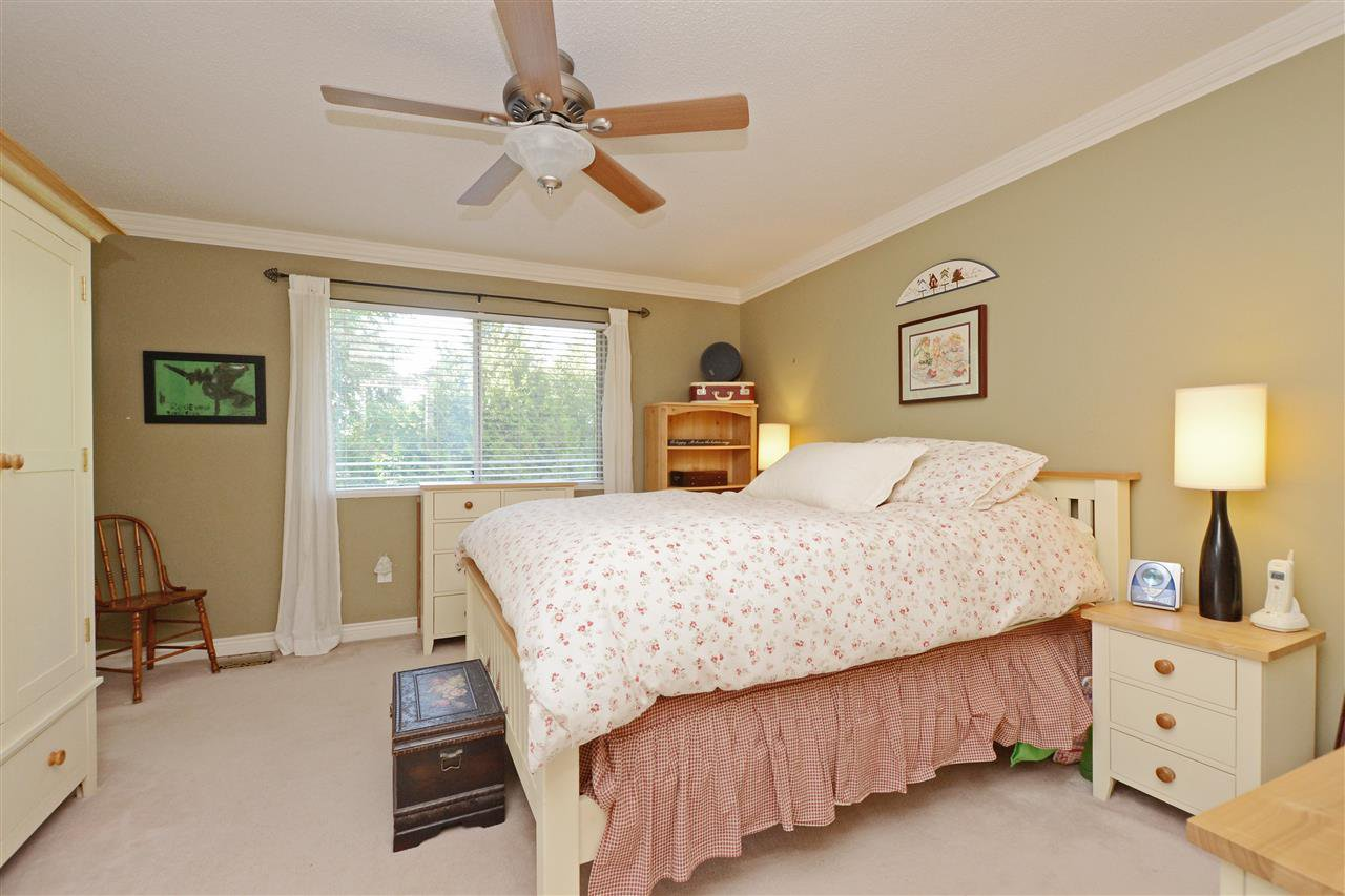 """Photo 13: Photos: 12289 SOUTHPARK Crescent in Surrey: Panorama Ridge House for sale in """"BOUNDARY PARK"""" : MLS®# R2372669"""