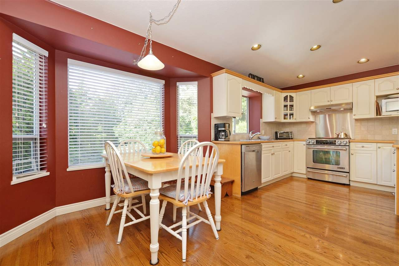 """Photo 10: Photos: 12289 SOUTHPARK Crescent in Surrey: Panorama Ridge House for sale in """"BOUNDARY PARK"""" : MLS®# R2372669"""