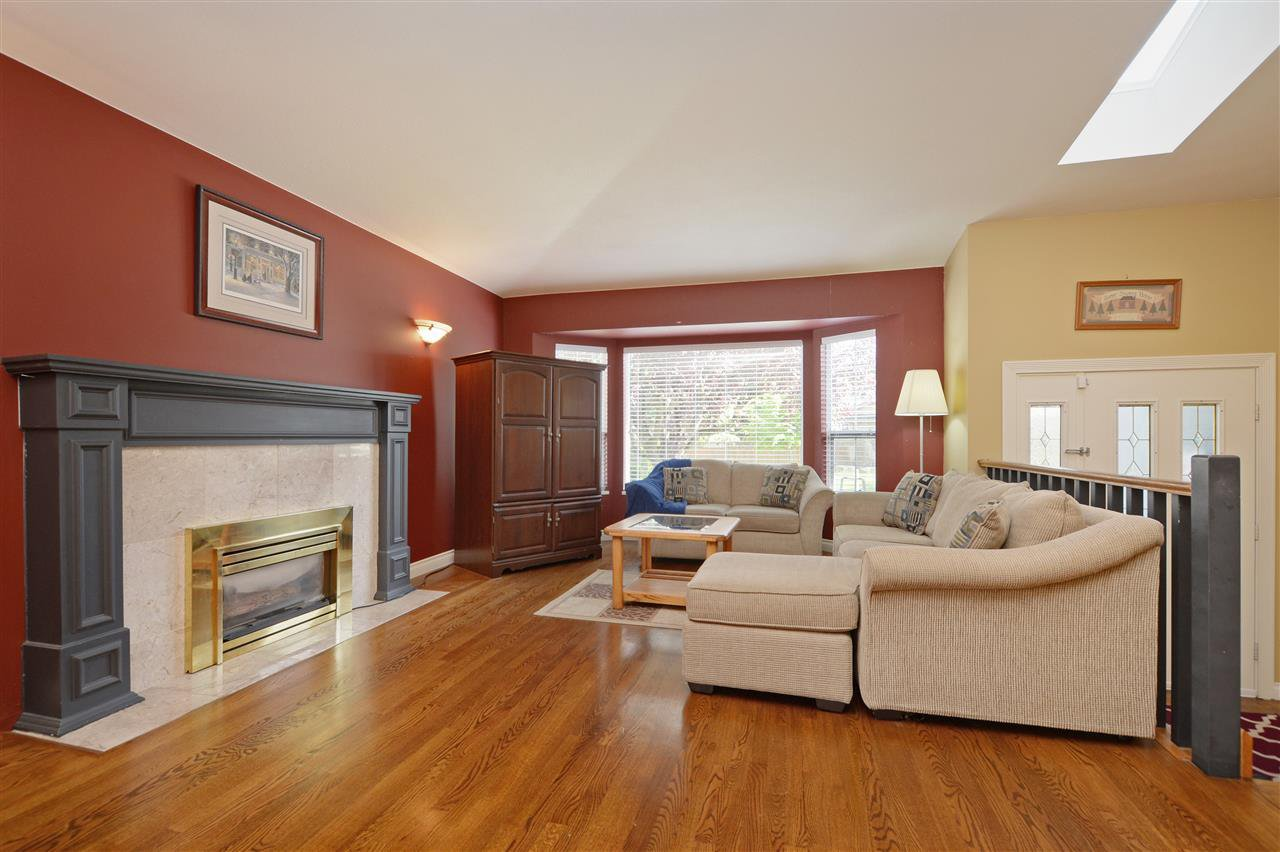 """Photo 2: Photos: 12289 SOUTHPARK Crescent in Surrey: Panorama Ridge House for sale in """"BOUNDARY PARK"""" : MLS®# R2372669"""