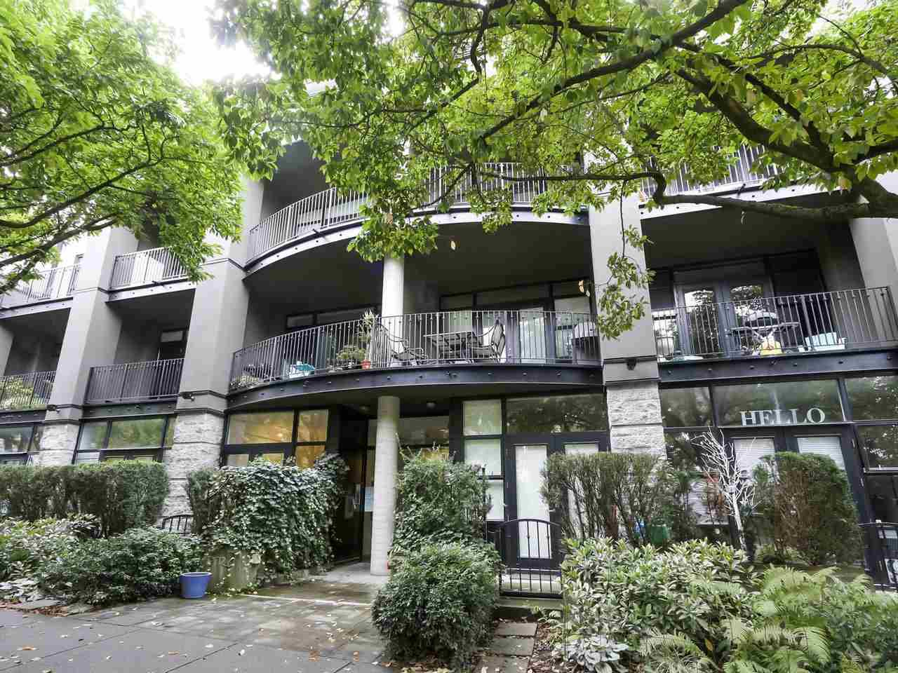 "Main Photo: 7 2156 W 12TH Avenue in Vancouver: Kitsilano Condo for sale in ""The Metro"" (Vancouver West)  : MLS®# R2418699"