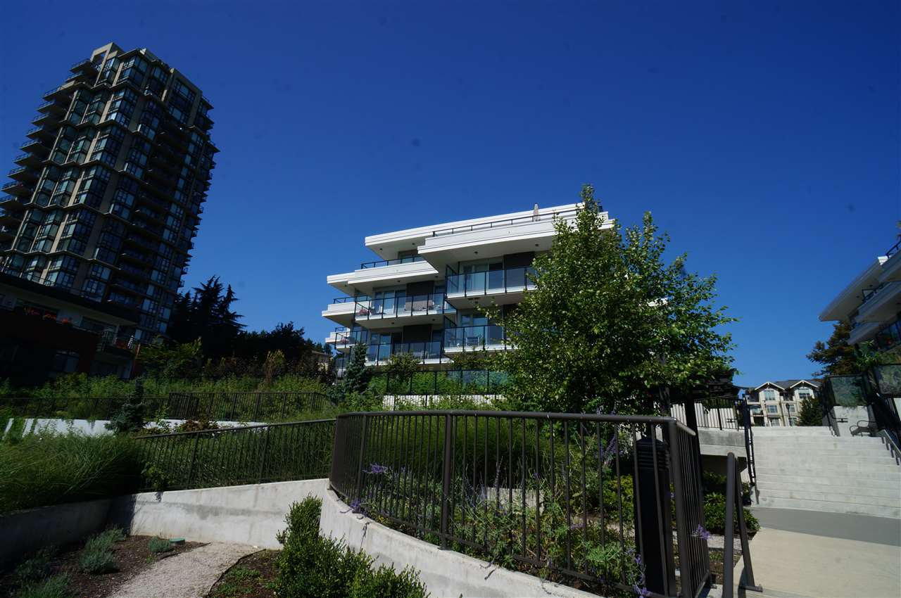 "Main Photo: 206 26 E ROYAL Avenue in New Westminster: Fraserview NW Condo for sale in ""THE ROYAL"" : MLS®# R2418854"