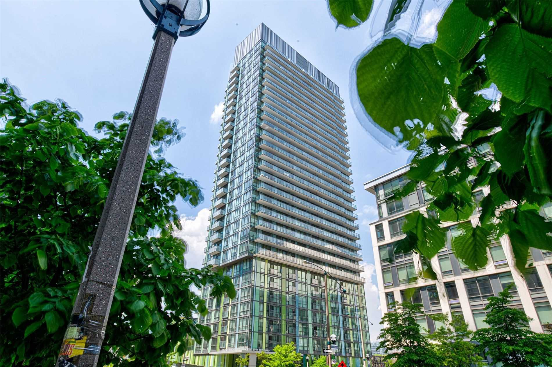 Main Photo: 1302 170 Fort York Boulevard in Toronto: Waterfront Communities C1 Condo for lease (Toronto C01)  : MLS®# C4784665