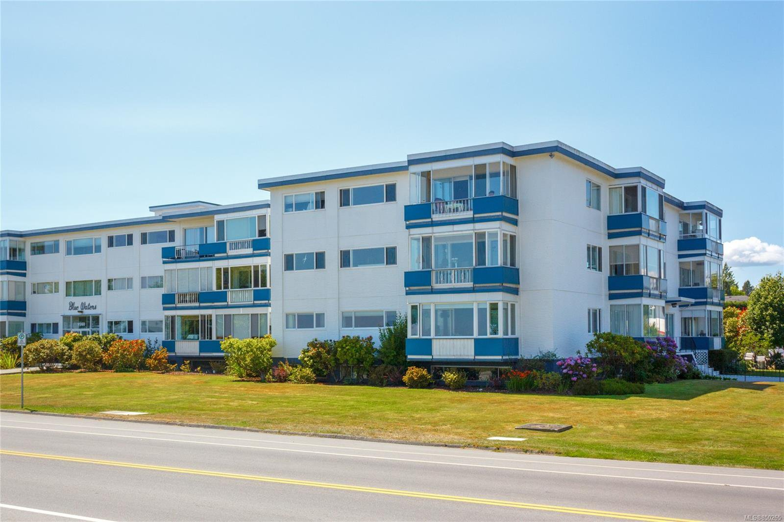 Main Photo: 314 9560 Fifth St in : Si Sidney South-East Condo Apartment for sale (Sidney)  : MLS®# 850265