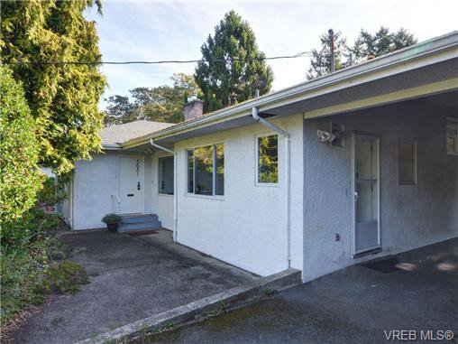Main Photo: 3631 Crestview Rd in VICTORIA: OB Henderson Single Family Detached for sale (Oak Bay)  : MLS®# 712207