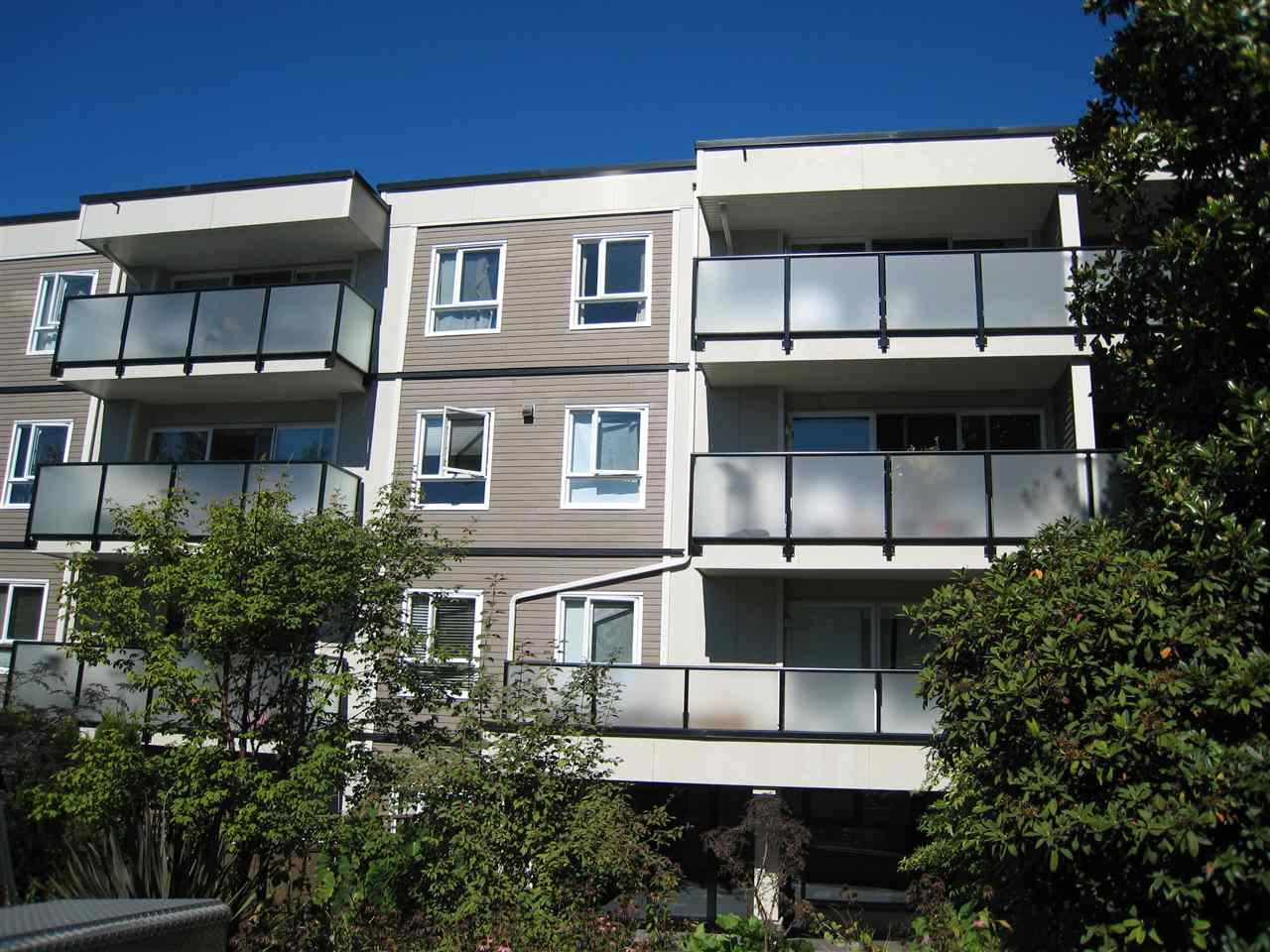 "Main Photo: 203 2333 TRIUMPH Street in Vancouver: Hastings Condo for sale in ""LANDMARK MONTEREY"" (Vancouver East)  : MLS®# R2108828"