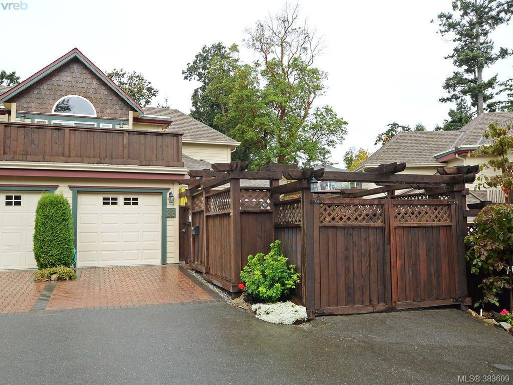 Main Photo: 32 108 Aldersmith Place in VICTORIA: VR Glentana Townhouse for sale (View Royal)  : MLS®# 383609