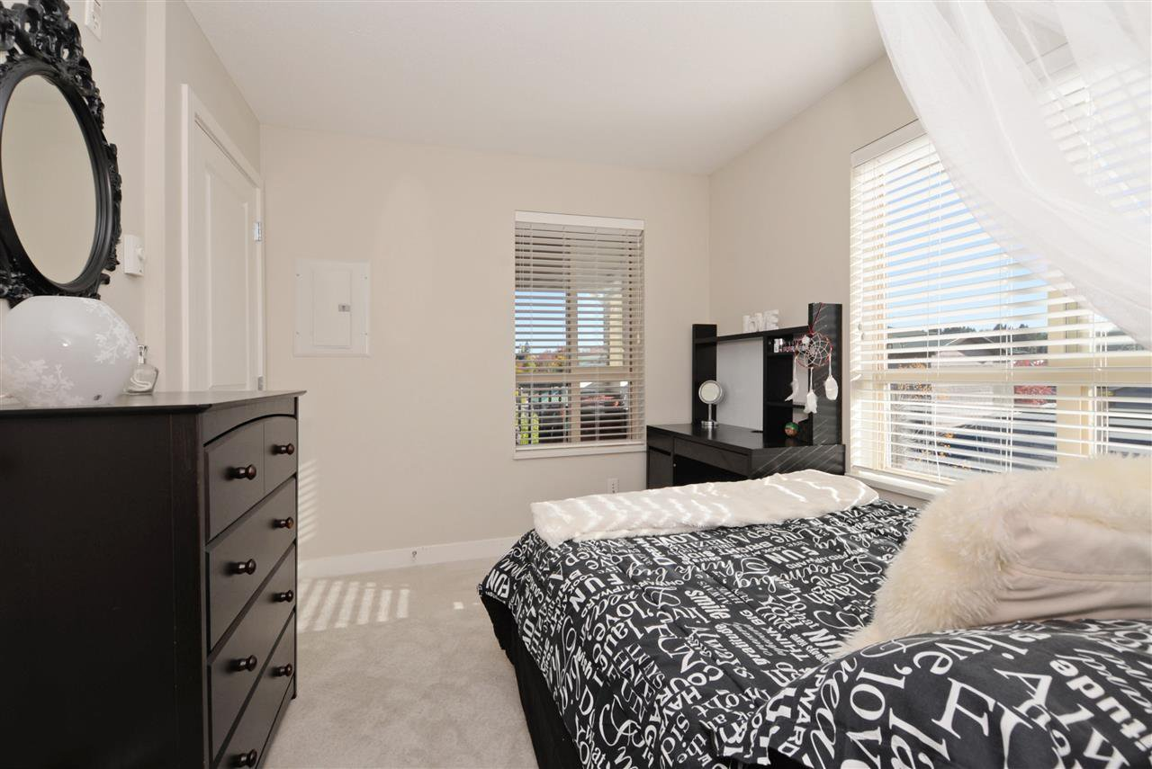"""Photo 15: Photos: 415 8915 202 Street in Langley: Walnut Grove Condo for sale in """"HAWTHORNE"""" : MLS®# R2217261"""