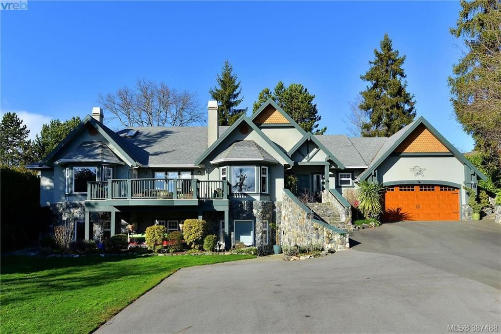 Main Photo: 814 Royal Oak Avenue in VICTORIA: SE Broadmead Single Family Detached for sale (Saanich East)  : MLS®# 387488