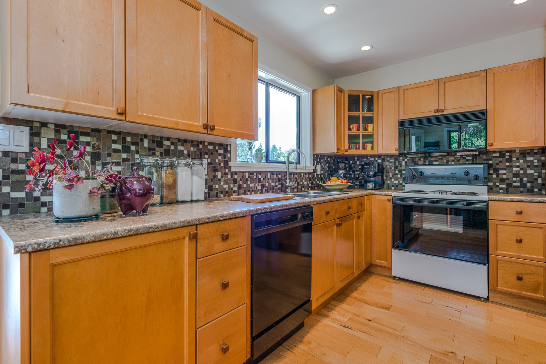 Photo 6: Photos: 1196 DEEP COVE Road in North Vancouver: Deep Cove Townhouse for sale : MLS®# R2279421