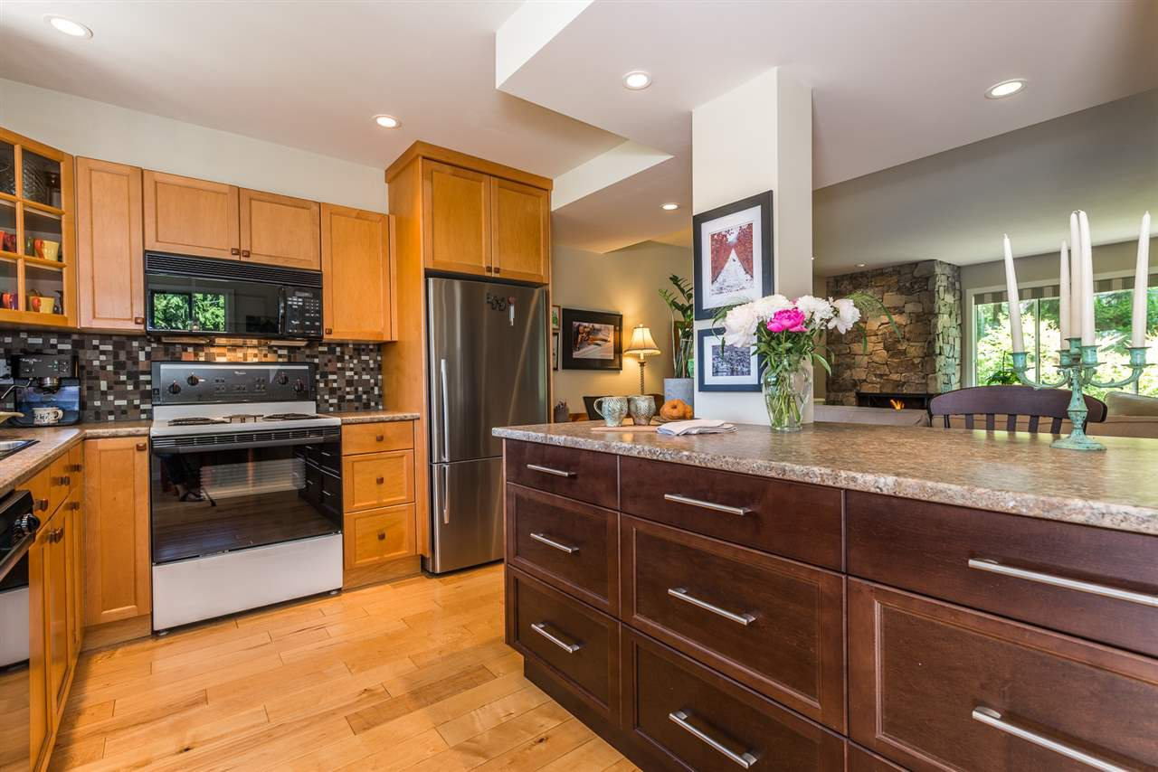 Photo 5: Photos: 1196 DEEP COVE Road in North Vancouver: Deep Cove Townhouse for sale : MLS®# R2279421
