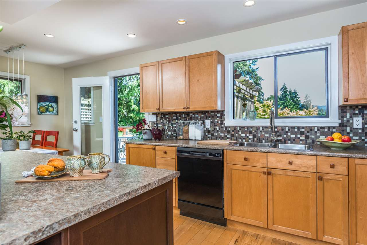 Photo 7: Photos: 1196 DEEP COVE Road in North Vancouver: Deep Cove Townhouse for sale : MLS®# R2279421