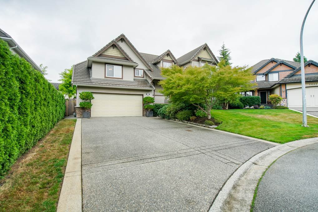 "Main Photo: 21063 86 Avenue in Langley: Walnut Grove House for sale in ""Manor Park"" : MLS®# R2301147"