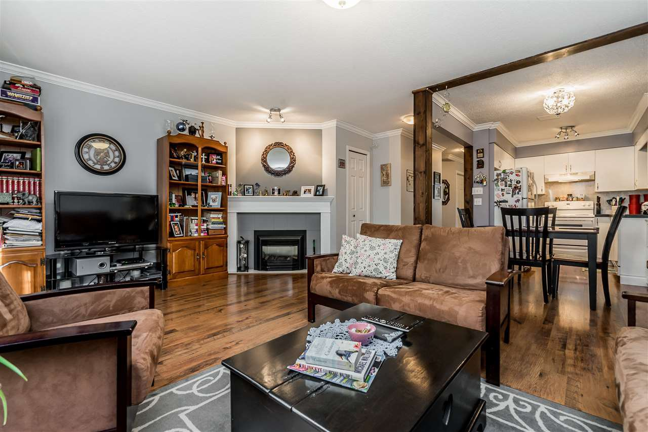 """Photo 3: Photos: 9 9539 208 Street in Langley: Walnut Grove Townhouse for sale in """"COUNTRY BROOK"""" : MLS®# R2339556"""