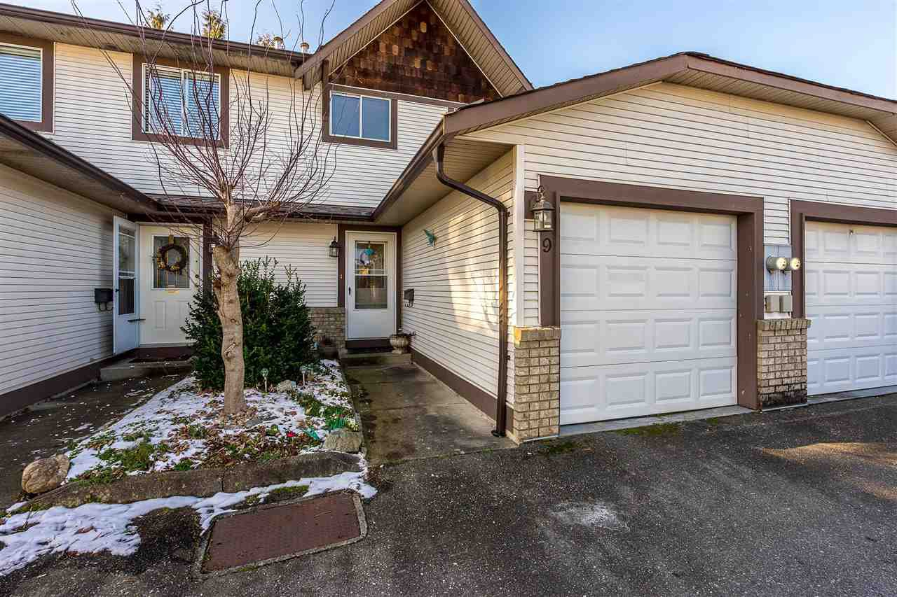 """Photo 2: Photos: 9 9539 208 Street in Langley: Walnut Grove Townhouse for sale in """"COUNTRY BROOK"""" : MLS®# R2339556"""