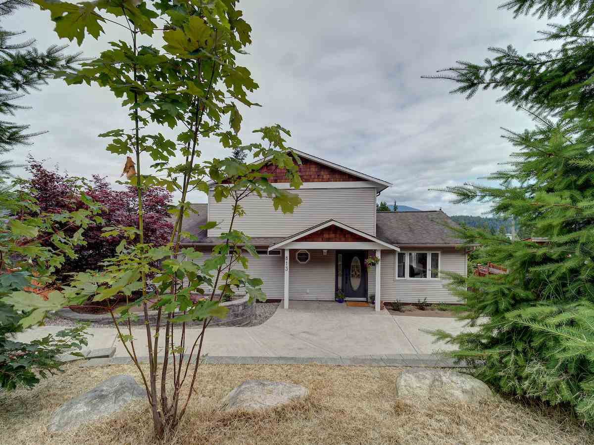 Main Photo: 813 BAYVIEW Heights in Gibsons: Gibsons & Area House for sale (Sunshine Coast)  : MLS®# R2385293