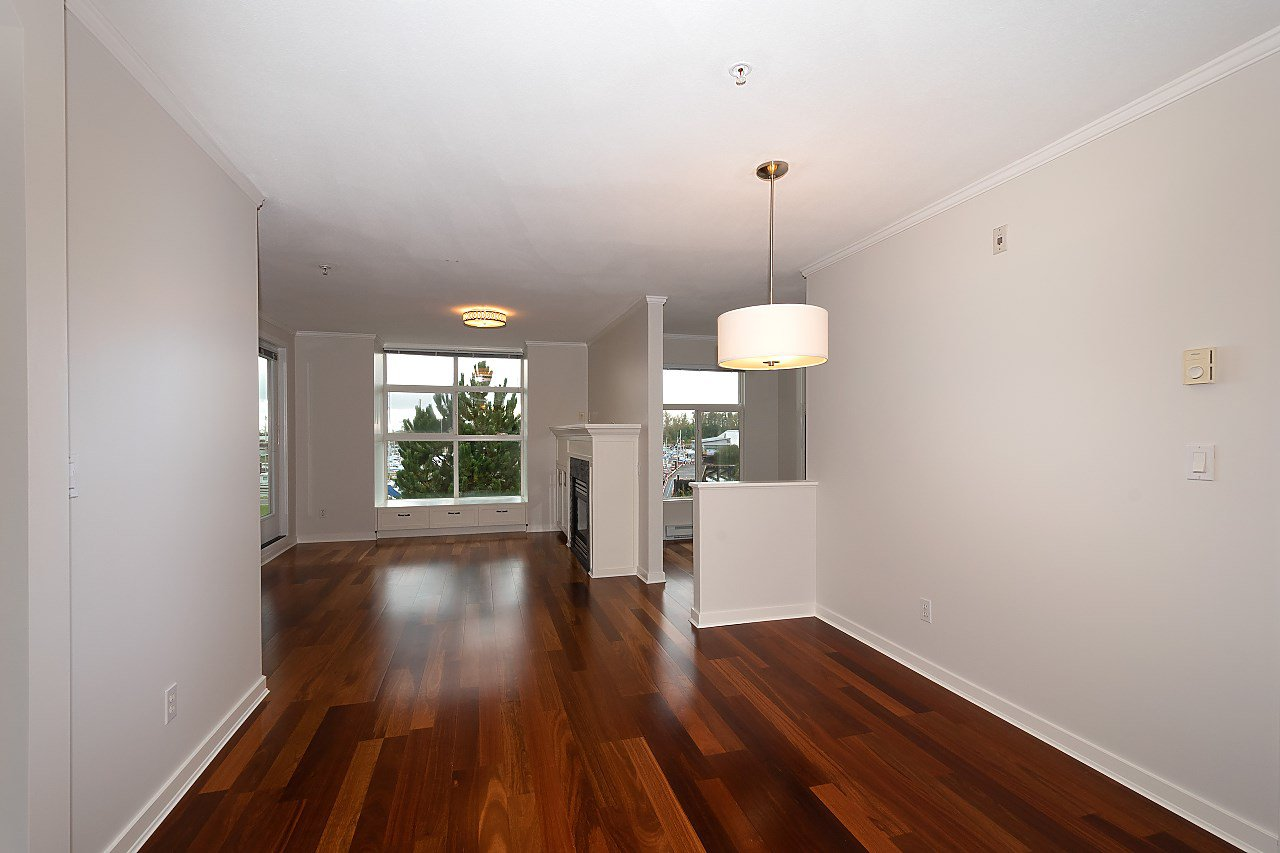 "Photo 4: Photos: 323 5700 ANDREWS Road in Richmond: Steveston South Condo for sale in ""RIVER'S REACH"" : MLS®# R2411844"