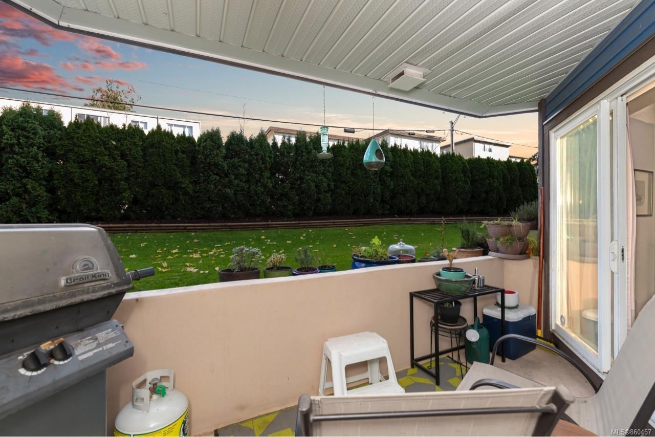 Photo 2: Photos: 105 2529 Wark St in : Vi Hillside Condo for sale (Victoria)  : MLS®# 860457