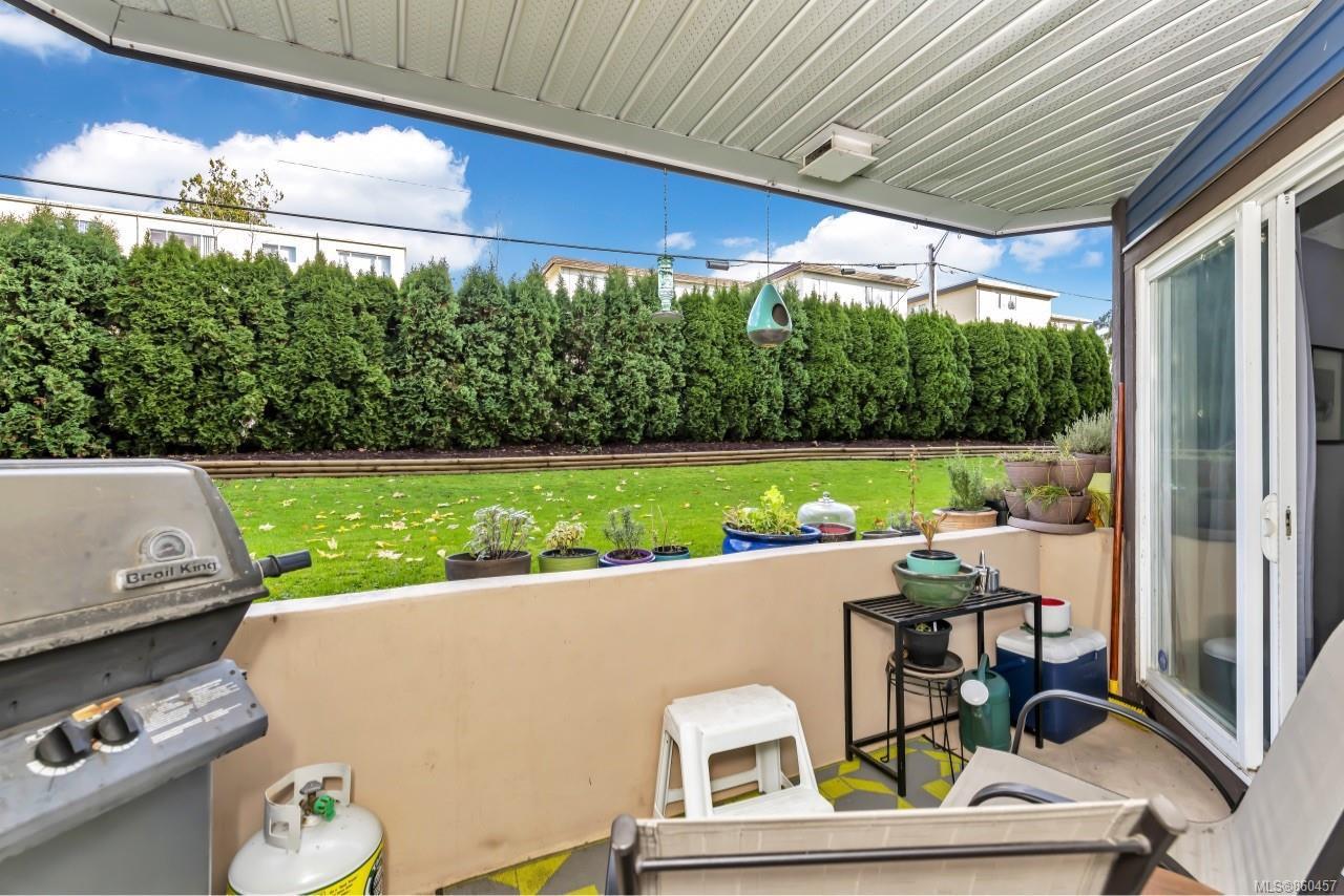 Photo 24: Photos: 105 2529 Wark St in : Vi Hillside Condo for sale (Victoria)  : MLS®# 860457