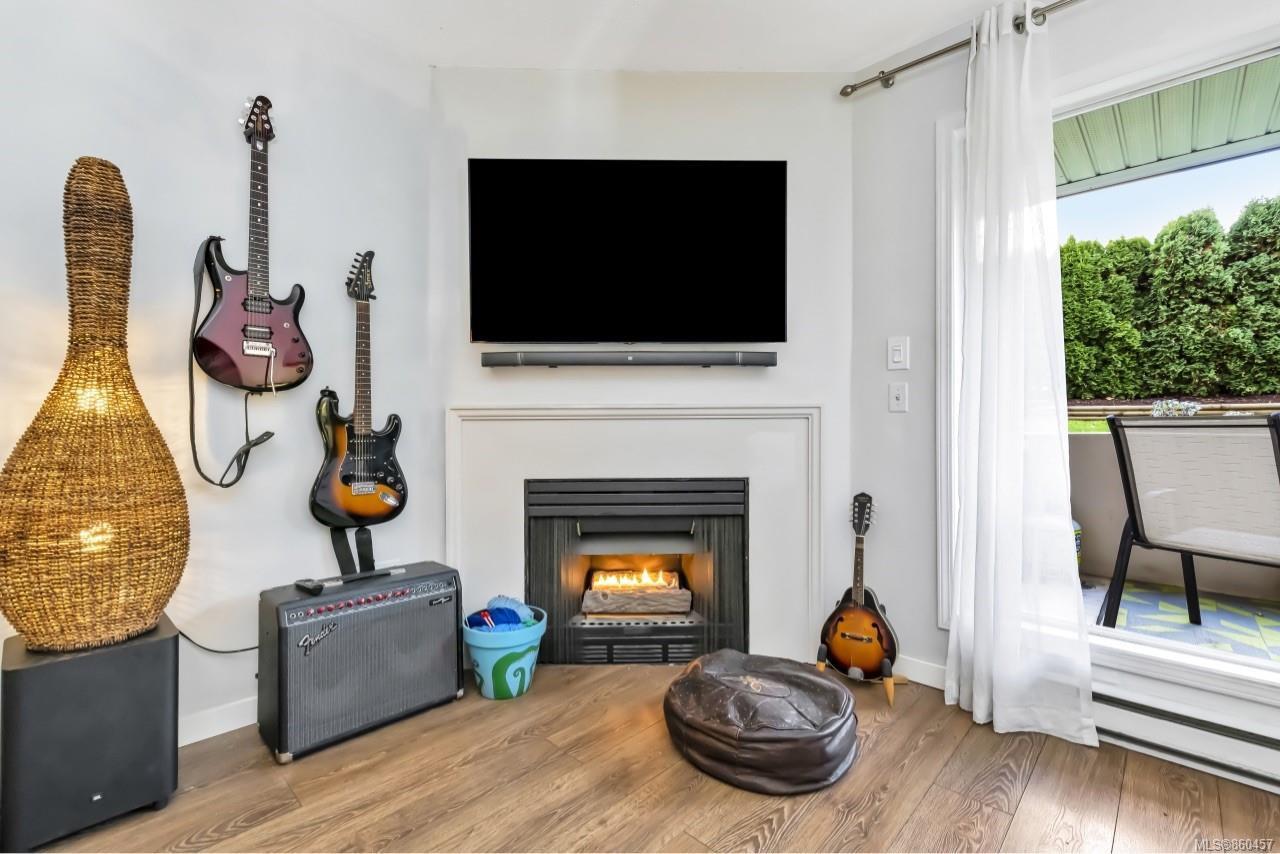 Photo 4: Photos: 105 2529 Wark St in : Vi Hillside Condo for sale (Victoria)  : MLS®# 860457