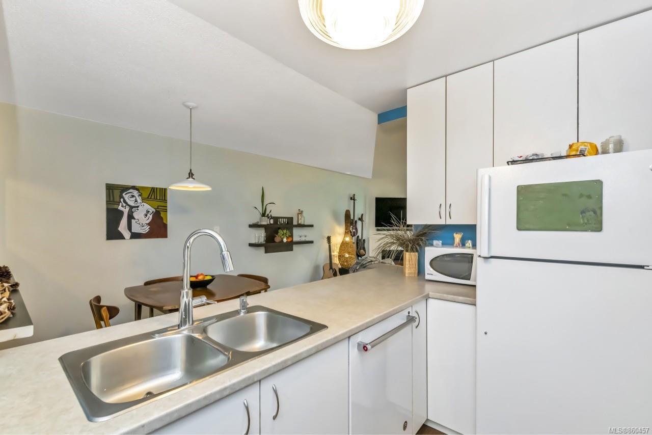 Photo 12: Photos: 105 2529 Wark St in : Vi Hillside Condo for sale (Victoria)  : MLS®# 860457
