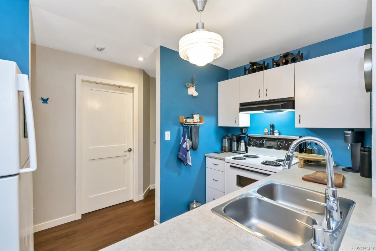 Photo 11: Photos: 105 2529 Wark St in : Vi Hillside Condo for sale (Victoria)  : MLS®# 860457