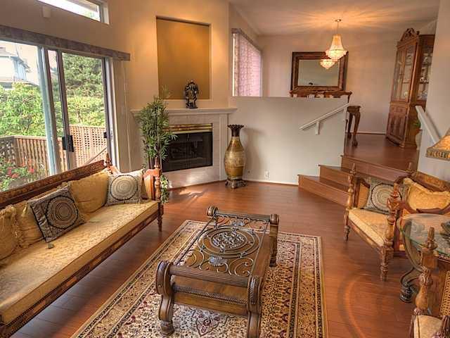 "Main Photo: 10 5380 SMITH Drive in Richmond: Hamilton RI Townhouse for sale in ""BRIDGEVIEW COURT"" : MLS®# V919150"
