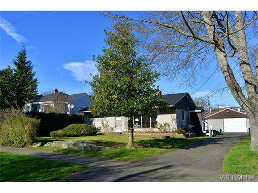 Main Photo: 818 Wollaston St in VICTORIA: Es Esquimalt House for sale (Esquimalt)  : MLS®# 692995