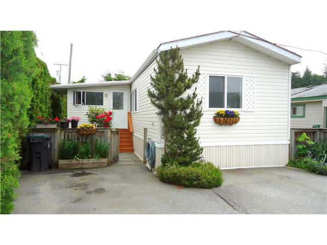 "Main Photo: 30 39768 GOVERNMENT Road in Squamish: Northyards Manufactured Home for sale in ""THREE RIVERS MOBILE HOME PARK"" : MLS®# V1124602"