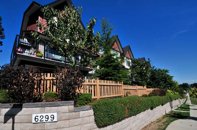 """Main Photo: 164 6299 144 Street in Surrey: Sullivan Station Townhouse for sale in """"ALTURA"""" : MLS®# R2045628"""