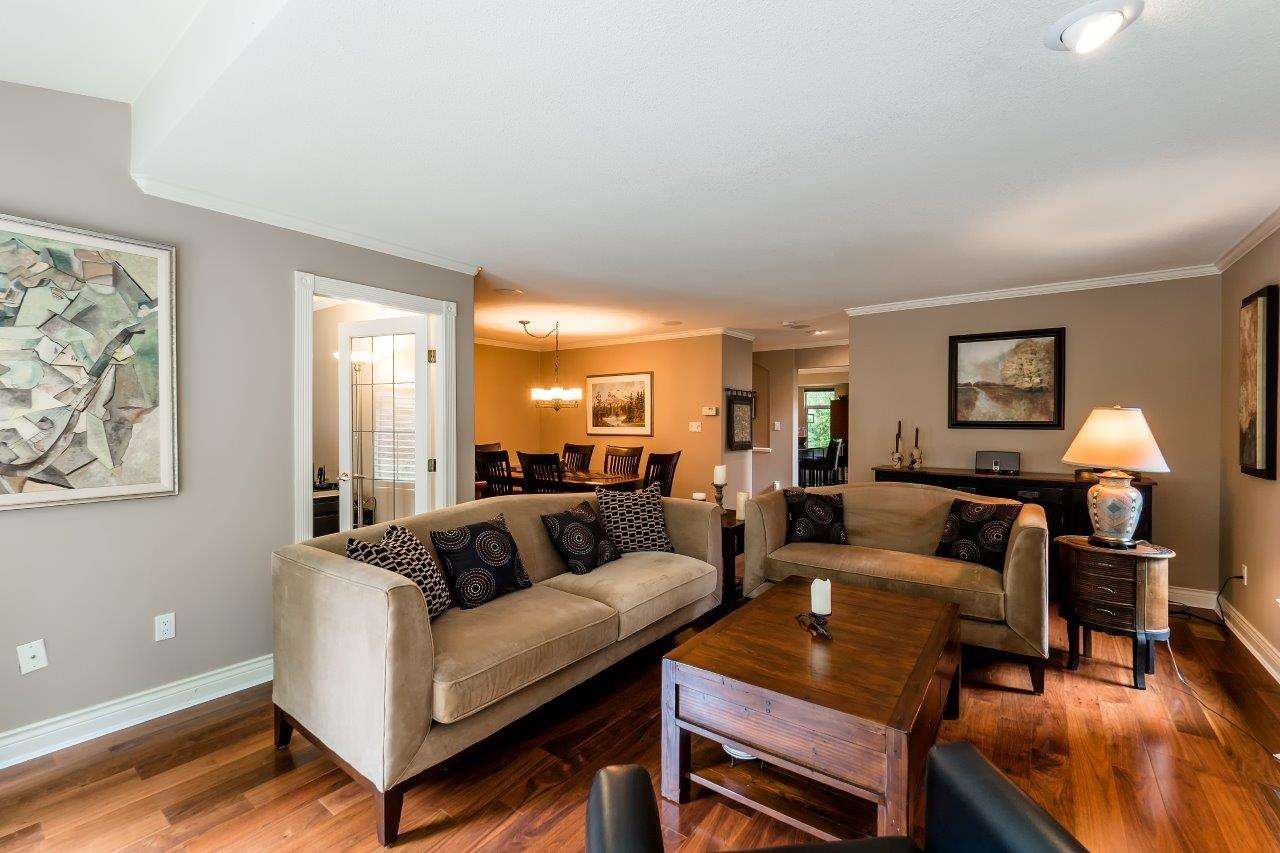 "Photo 4: Photos: 1174 STRATHAVEN Drive in North Vancouver: Northlands Townhouse for sale in ""Strathaven"" : MLS®# R2083446"