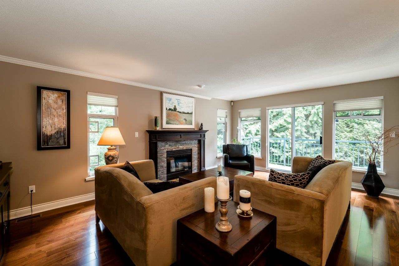 "Photo 2: Photos: 1174 STRATHAVEN Drive in North Vancouver: Northlands Townhouse for sale in ""Strathaven"" : MLS®# R2083446"