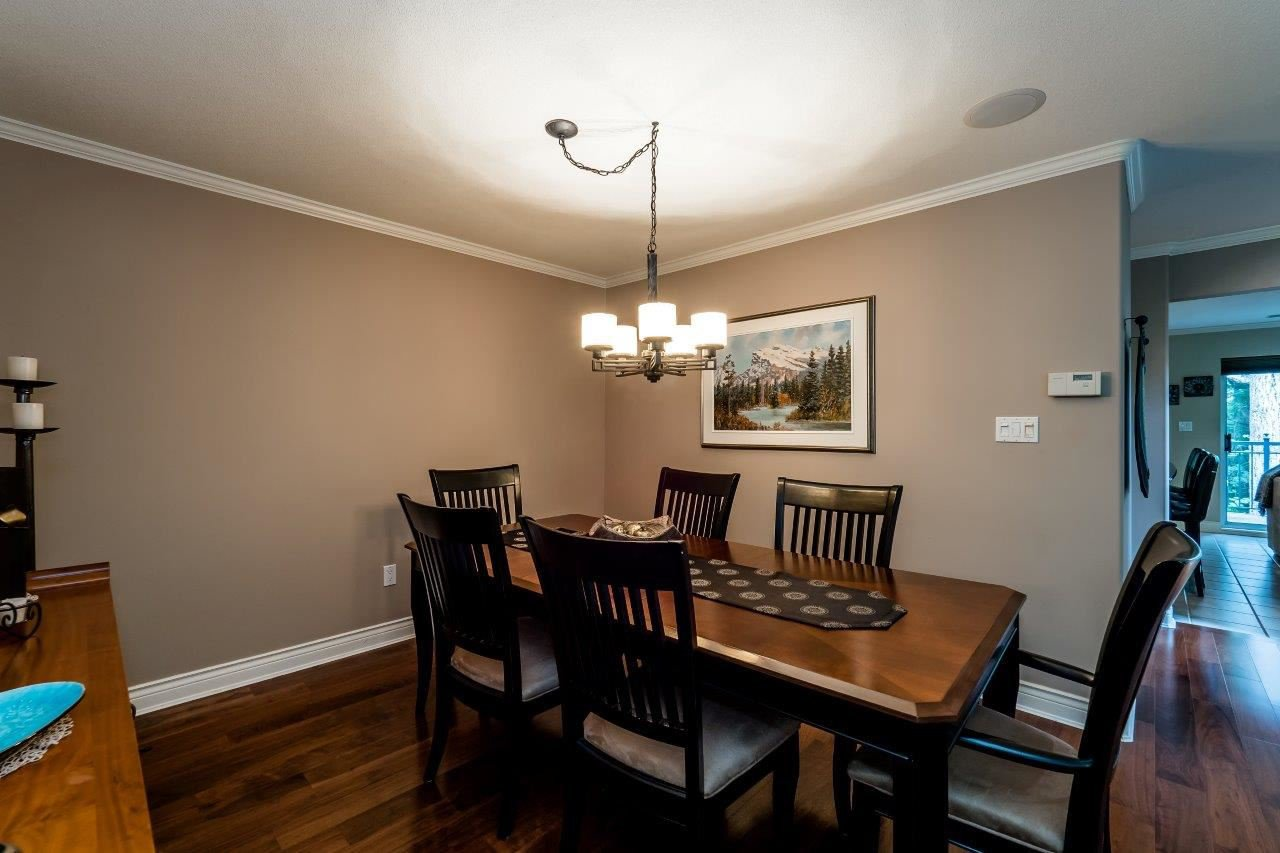"Photo 5: Photos: 1174 STRATHAVEN Drive in North Vancouver: Northlands Townhouse for sale in ""Strathaven"" : MLS®# R2083446"