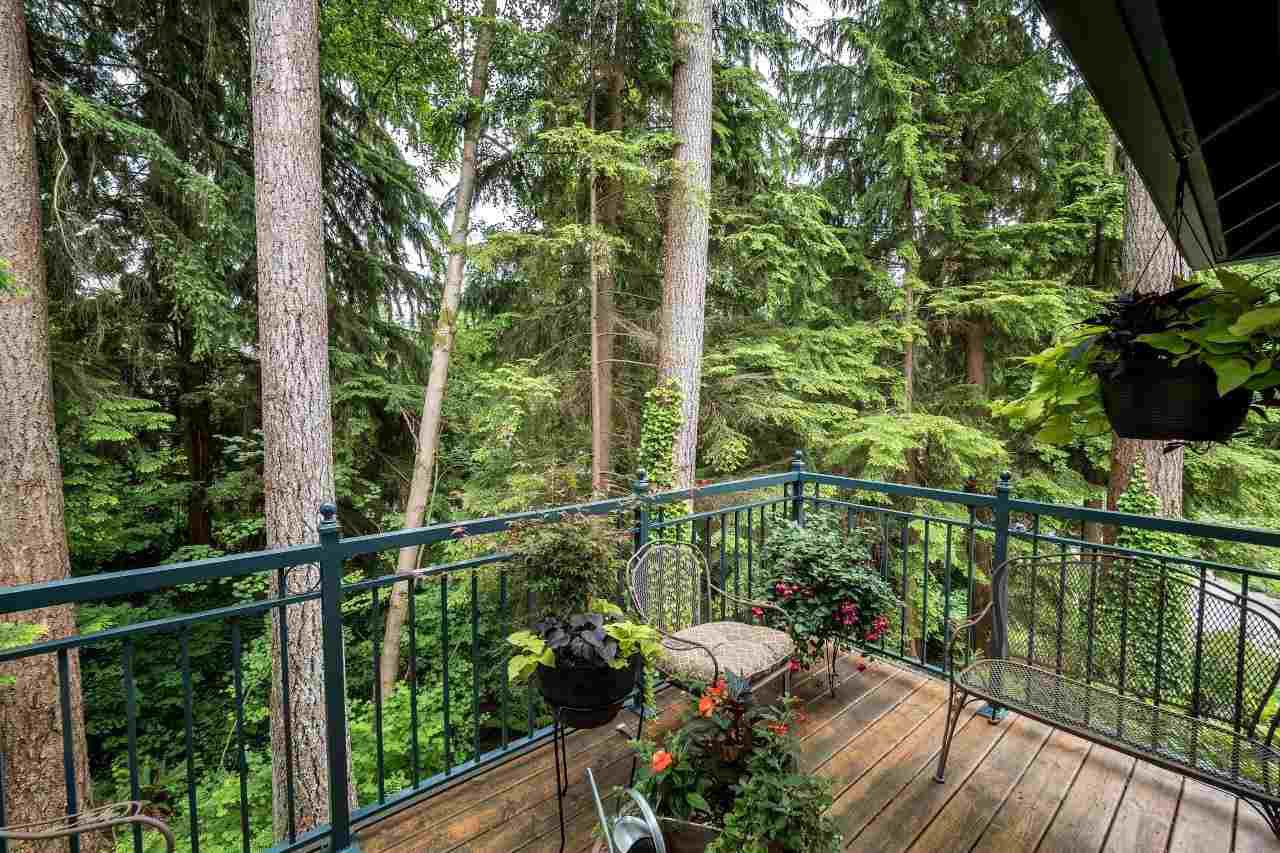 "Photo 11: Photos: 1174 STRATHAVEN Drive in North Vancouver: Northlands Townhouse for sale in ""Strathaven"" : MLS®# R2083446"