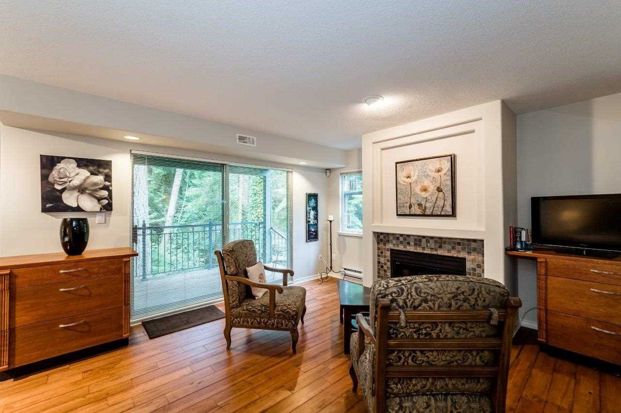 "Photo 16: Photos: 1174 STRATHAVEN Drive in North Vancouver: Northlands Townhouse for sale in ""Strathaven"" : MLS®# R2083446"