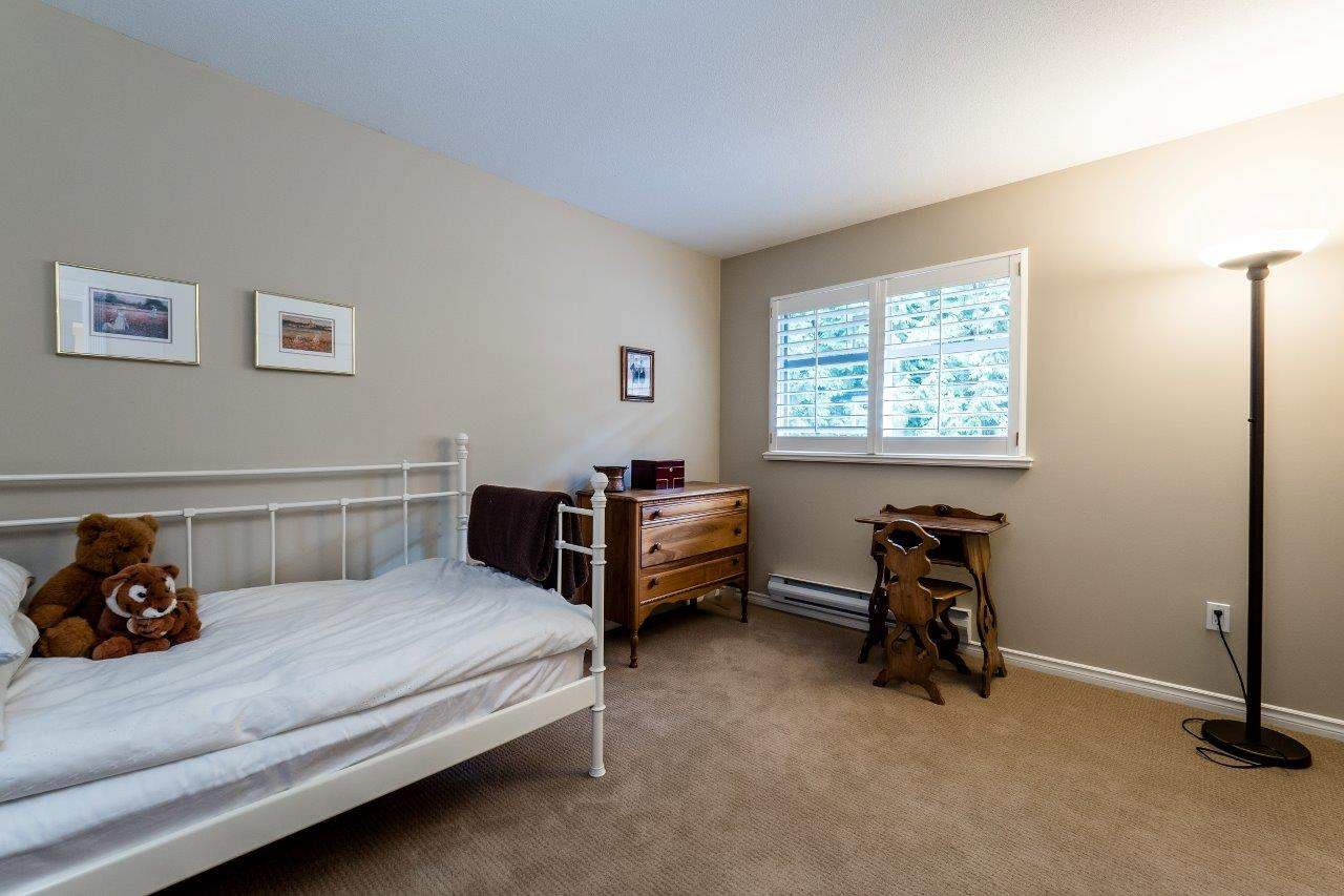 "Photo 14: Photos: 1174 STRATHAVEN Drive in North Vancouver: Northlands Townhouse for sale in ""Strathaven"" : MLS®# R2083446"