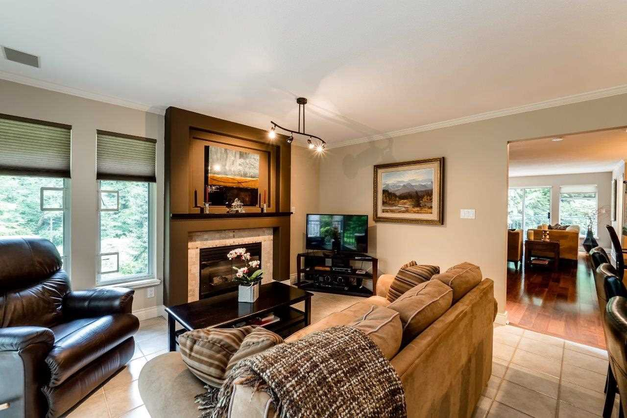 "Photo 10: Photos: 1174 STRATHAVEN Drive in North Vancouver: Northlands Townhouse for sale in ""Strathaven"" : MLS®# R2083446"