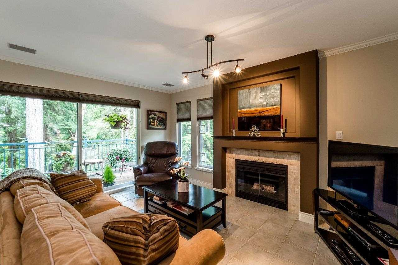 "Photo 9: Photos: 1174 STRATHAVEN Drive in North Vancouver: Northlands Townhouse for sale in ""Strathaven"" : MLS®# R2083446"