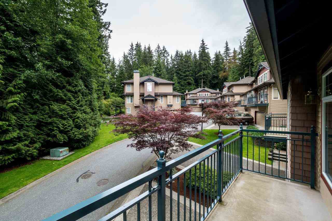 "Photo 6: Photos: 1174 STRATHAVEN Drive in North Vancouver: Northlands Townhouse for sale in ""Strathaven"" : MLS®# R2083446"