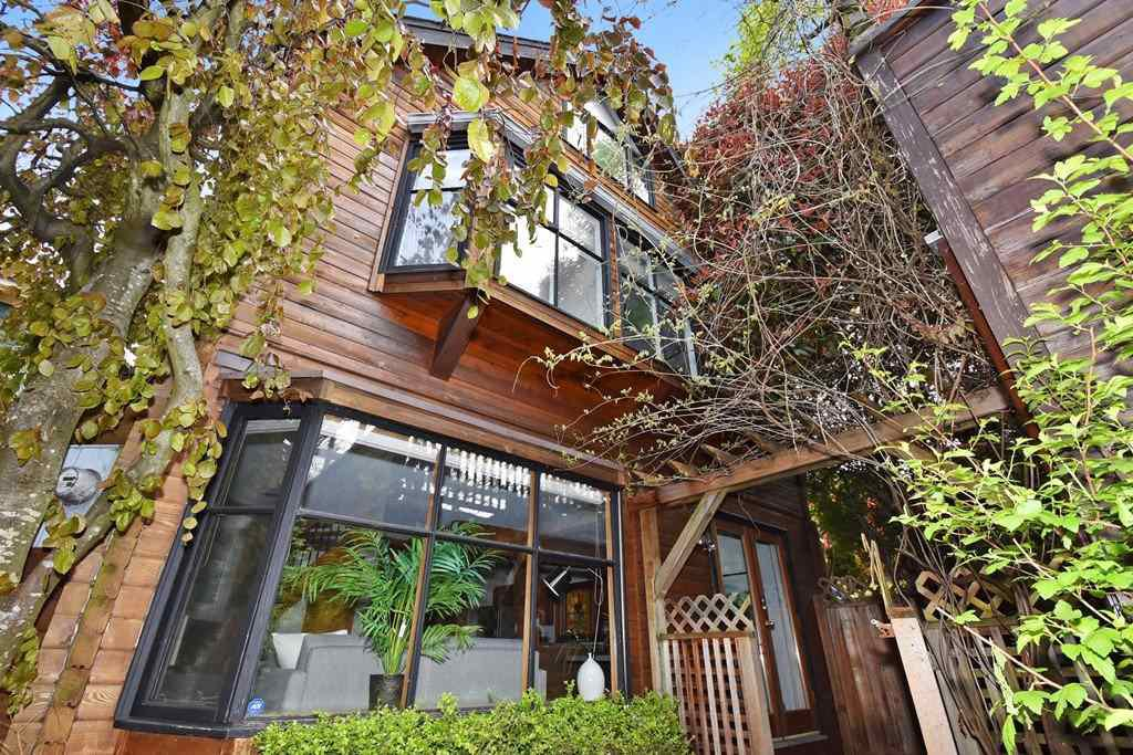 Main Photo: 2648 W 5TH Avenue in Vancouver: Kitsilano House 1/2 Duplex for sale (Vancouver West)  : MLS®# R2165629