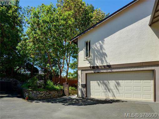 Main Photo: 6 946 Selkirk Ave in VICTORIA: Es Kinsmen Park Row/Townhouse for sale (Esquimalt)  : MLS®# 760270