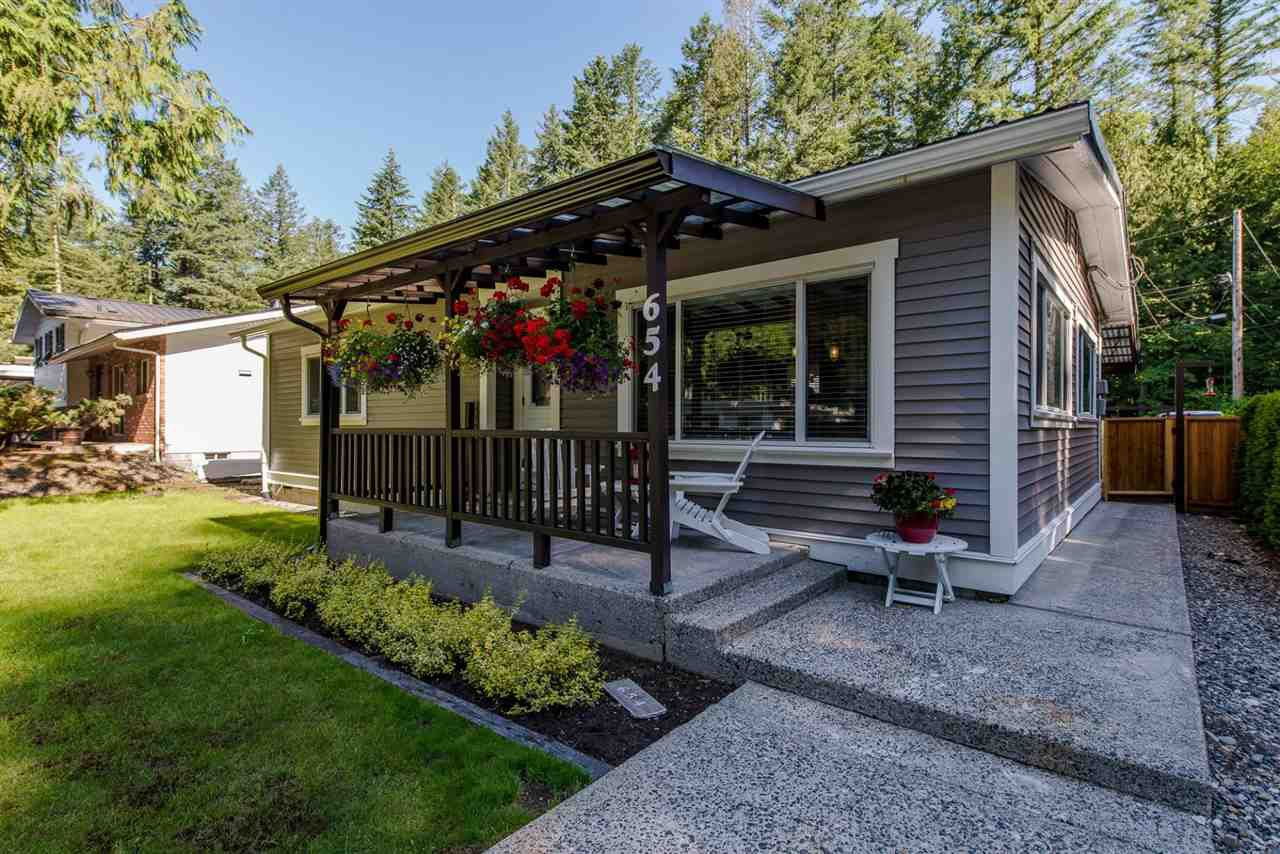 Main Photo: 654 MOUNTAIN VIEW Road: Cultus Lake House for sale : MLS®# R2183892
